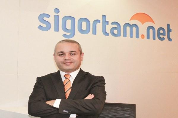 Kabataş Erkek Lisesi ve Dokuz Eylül Üniversitesi İşletme Bölümü'nden mezun olan Aytuğ Sevim, iş hayatına Citibank'ta başladı.