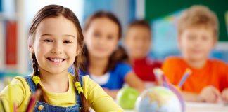 """Ancak Diş Hekimi Pertev Kökdemir, okullardaki toplu uygulamaya karşı da aileleri uyarıyor: """"Çocuğun ihtiyacı varsa veya aile talep ediyorsa bu uygulama yapılabilir."""""""