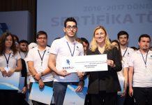 Türkiye'nin Enerji Akademisi ilk dönem mezunlarını verdi. Limak Enerji ve Boğaziçi Üniversitesi Yaşamboyu Eğitim Merkezi işbirliği ile düzenlenen programda 100 genç mühendis adayı Türkiye'nin yanı sıra ABD dahil 21 farklı ülkede geçerli NCCER sertifikalarına kavuştu.