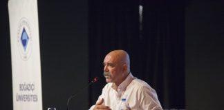 Boğaziçi Üniversitesi'nin daha iyi bir gelecek için, mezunları ve Boğaziçi dostları ile gerçekleştirdiği BÜ'yülü Bir Gün'de konuşma yapan, ünlü yazar, senarist ve oyuncu Ercan Kesal.