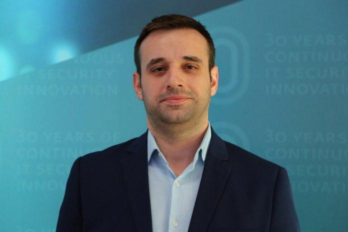 """ESET Türkiye İstanbul Teknik Müdürü Gürcan Şen, """"3 bin liralık telefon size 300 liraya sunuluyorsa kuşkulu yaklaşın"""" diye konuştu."""