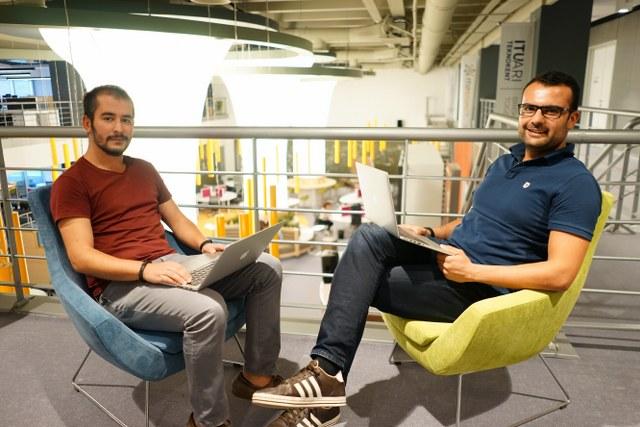 Vivoo, Monistream ve HangaarLab, San Francisco'da bulundukları ilk haftada potansiyel müşterileriyle el sıkışarak, ürünlerini ABD pazarında deneyimleme fırsatı elde ettiler.