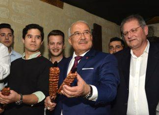 Tarsus Gastronomi ve Araştırma Günleri Kapılarını Türk ve Yabancı basının katılımlarıyla açtı. Mersin Büyükşehir Belediyesi, Tarsus Belediyesi, Mersin Üniversitesi, Tarsus Ticaret Odası, Mersin Kent Konseyi ve Tarsus Kent Konseyi